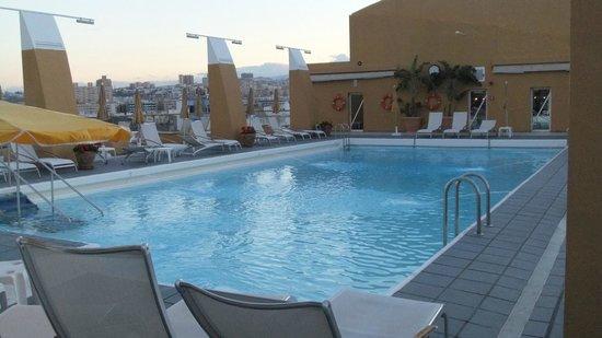 Bull Reina Isabel & Spa: Piscina del Hotel
