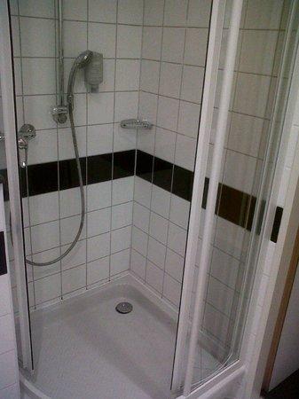 InterCityHotel Vienna: Shower