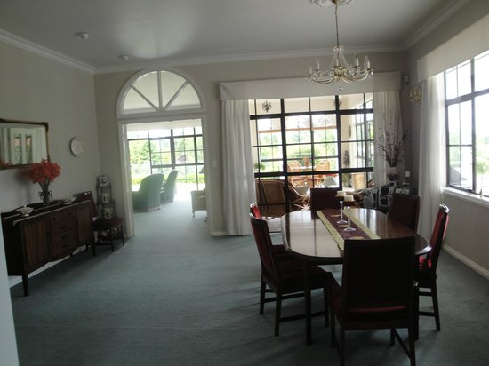 The Pillars Retreat: view of breakfast room into living room and side garden