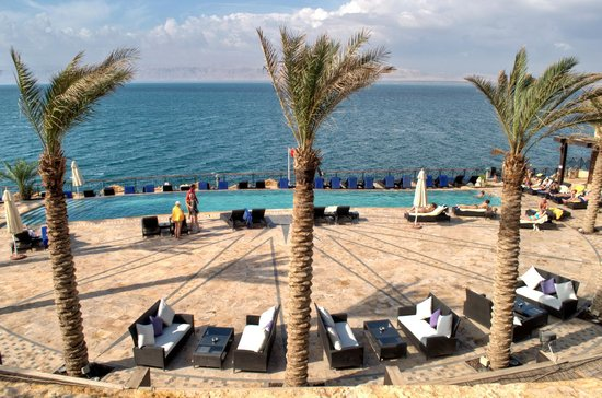 Movenpick Resort & Spa Dead Sea: Beachside pool