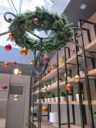 Casati Budapest Hotel: Christmas decorations in the breakfast room