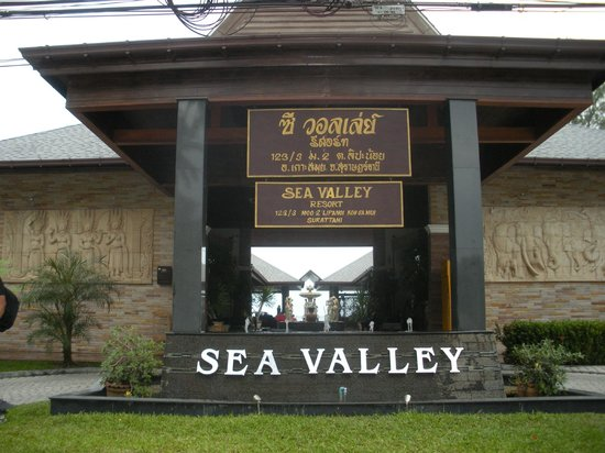 Sea Valley Hotel and Spa : From the main road