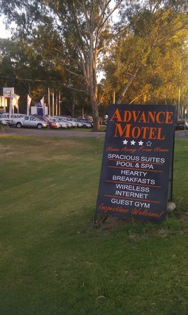 Advance Motel: Road Sign