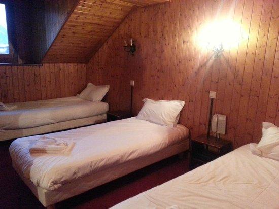Hôtel Le Chamonix : chambre triple