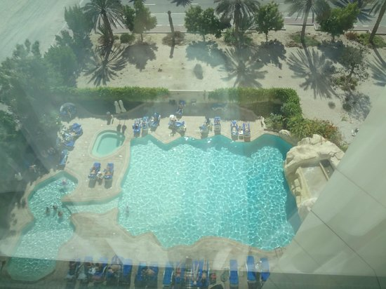 Park Hotel Apartments: View of the pool from top
