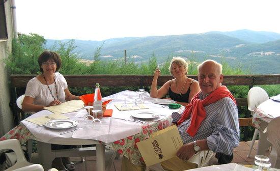La Castagna: Dining on the terrace before the opera Preggio