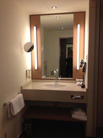 FourSide Hotel & Suites Vienna: bath