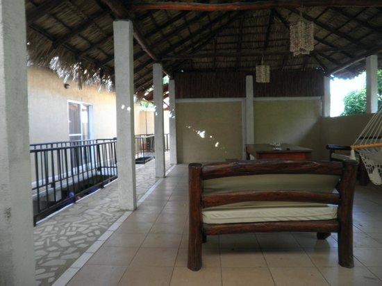 Casa Larocque: Véranda avec hamacs