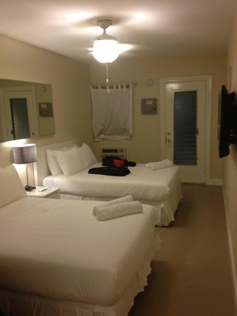 Winterset Hotel: Room is tiny and not similar to most of the rooms at hotel.