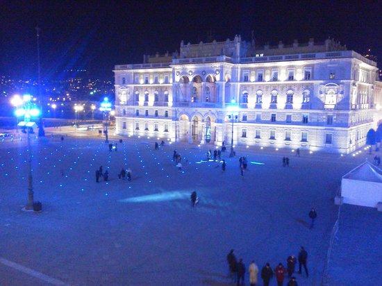 Grand Hotel Duchi D'Aosta: vista frontale dalla finestra sulla piazza