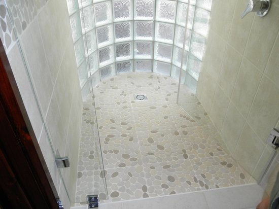 dusche glasbausteinen bilder raum und m beldesign inspiration. Black Bedroom Furniture Sets. Home Design Ideas