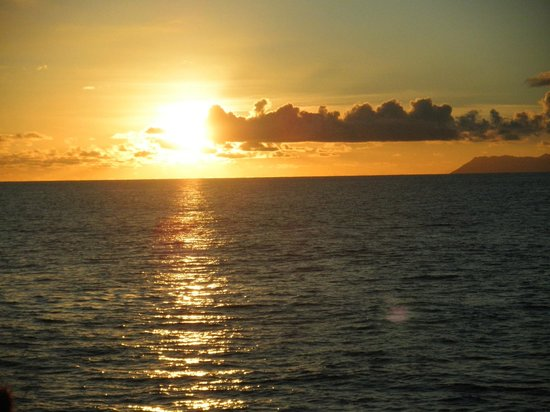 Chateau St Cloud: Sonnenuntergang am Meer