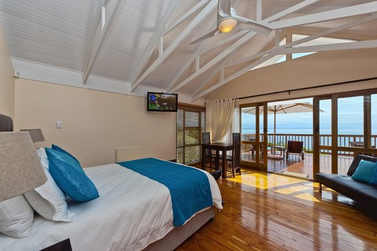 Aquamarine Guest House: Honeymoon Suite, en-suite bathroom & private ocean view balcony