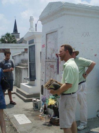 St. Louis Cemetery No. 1: Marie Laveau's burial place/shrine