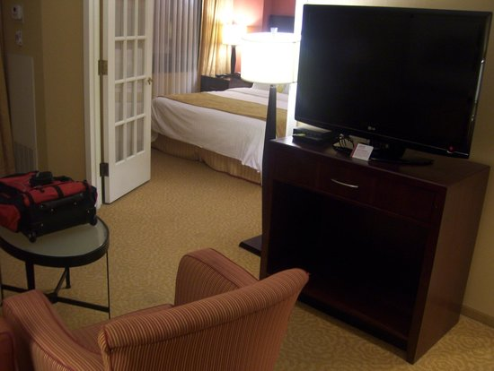 Washington Dulles Marriott Suites: bedroom door