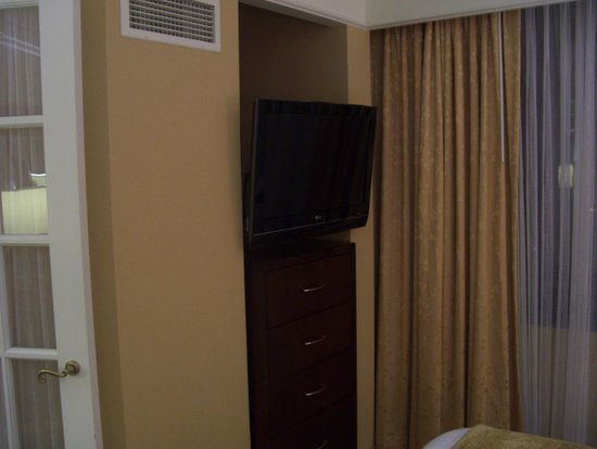 Washington Dulles Marriott Suites: bedroom TV