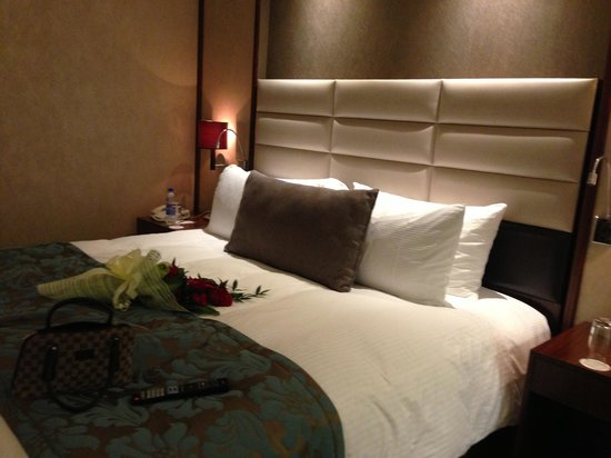 InterContinental Regency Bahrain:                                     comfy bed w/ a flower surprise