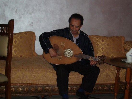 Hotel Guynemer: Abdullah playing the oud
