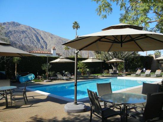 Desert Riviera Hotel: poolside #1 