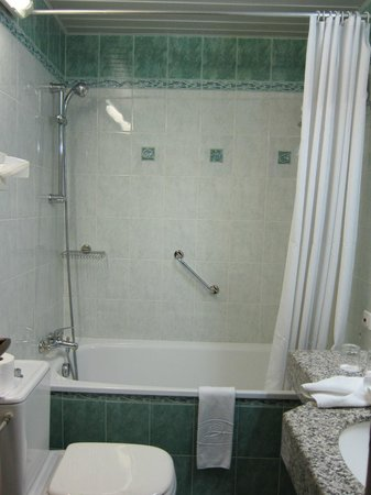 Downtown Hotel: Bathroom