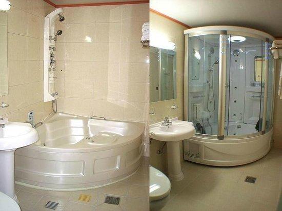 Benikea Hotel Asia: Bathroom (Jacuzzi Tubs)