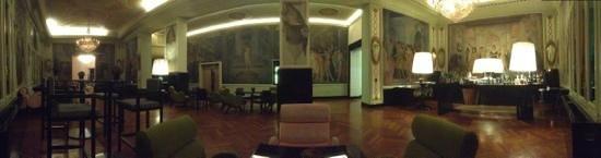 Grand Hotel Palace: Лобби бар отеля.Тихо и красиво