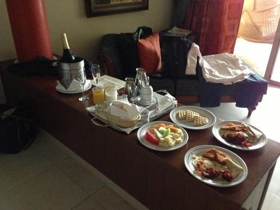 Iberostar Grand Hotel Rose Hall: Room service breakfast