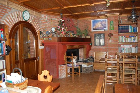 sala pranzo con camino picture of rifugio selva bella
