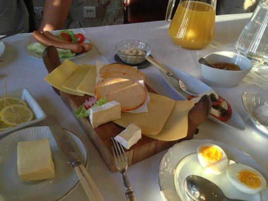 Zamek Korzkiew: завтрак