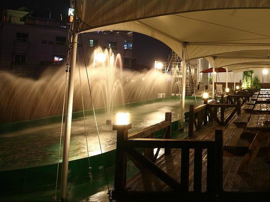 Benikea Hotel Asia: Water Garden Left (Top Floor)