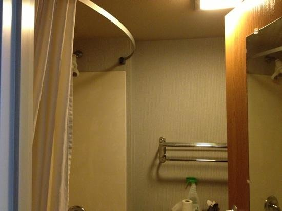 Best Western Borger Inn:                   apparently they don't count the bathroom as part of the room when they clean.