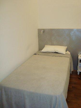 Casa Gracia Barcelona Hostel: Uma das camas.