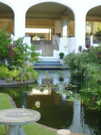 Fairmont Kea Lani, Maui: hotel grounds