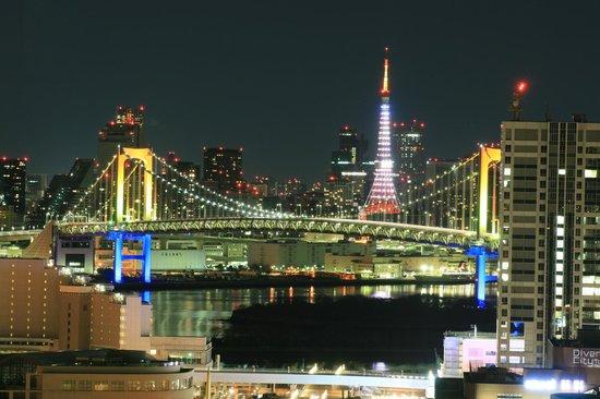 Koto, Japan: 東京タワーとレインボーブリッジの夜景 すごくきれい テレコムセンター展望台は日本夜景遺産に認定されている