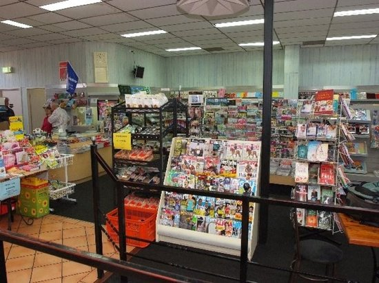 Roger's Deli: Fantastic selection of newspapers and magazines