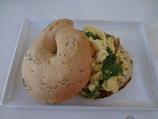 The White Elephant Beach Cafe: Bagel with scrambled eggs