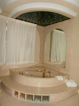 ‪‪The Villas at Crown Isle Resort‬: Bath time under the stars ;)