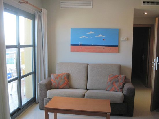 Aparthotel Bahia: Sitting area with door out to balcony