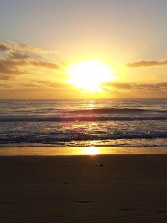 Seashells Beachfront Resort: sunrise on diamond beach