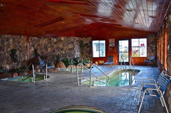Discovery Inn Ukiah, CA : Four Indoor Heated Spa's.