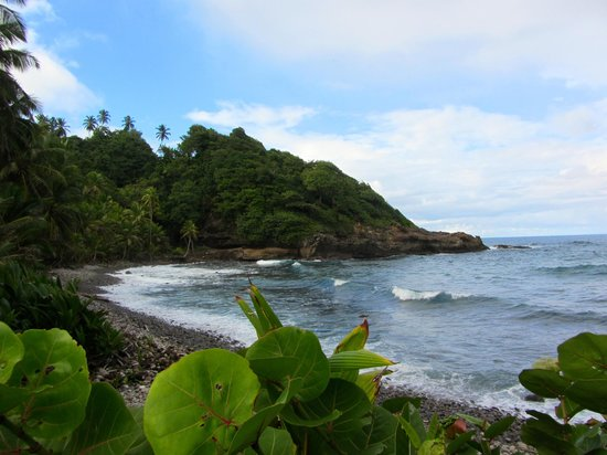 Calibishie Cove: Nearby beach