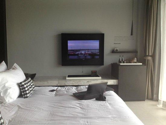 فوتو هوتل: huge tv that can read usb sticks 