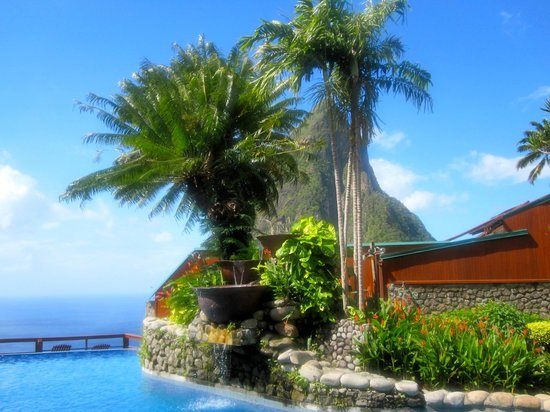 Ladera Resort: Resort pool with view of Petit Piton