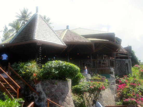 Ladera Resort: The bar and restaurant from the pool