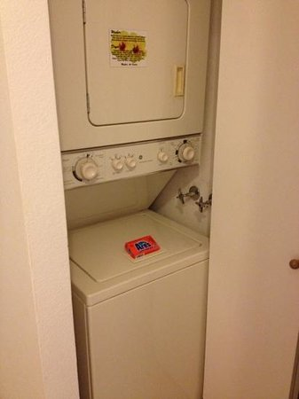Kamaole Sands: washer and dryer in a closet