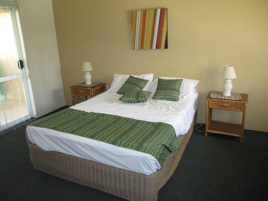 Tropical Nites: Bedroom