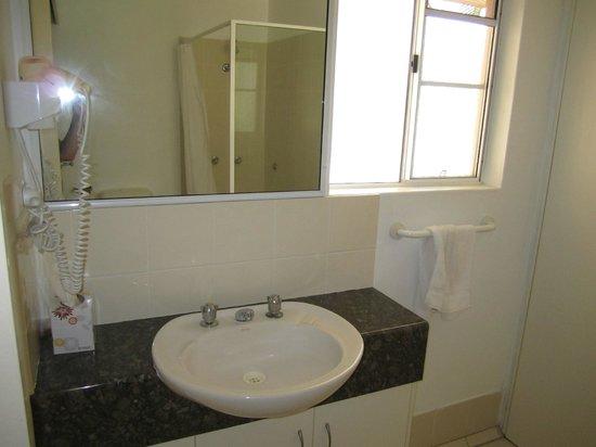 Tropical Nites: Bathroom