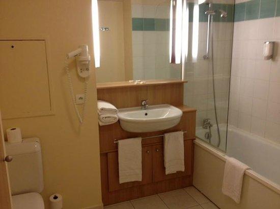 Citadines Didot Montparnasse: la salle de bain