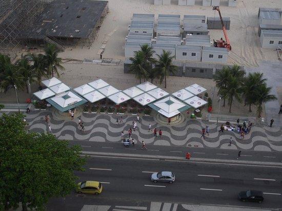 Windsor Excelsior Hotel: Bar de praia em Copacabana em frente ao hotel