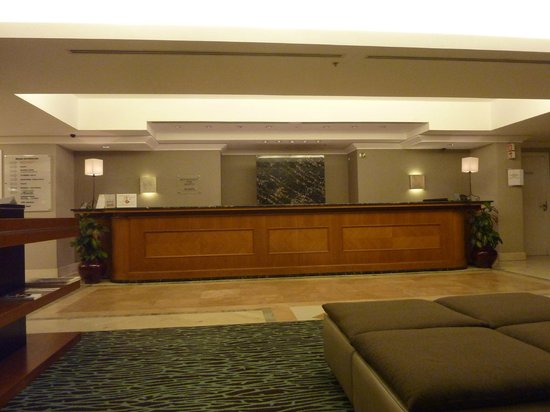 Courtyard by Marriott Rome Central Park: Front Desk